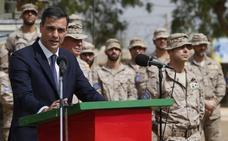 Sánchez visita las tropas españolas en Malí sin la ministra de Defensa
