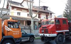 Dos incendios en viviendas habitadas de San Rafael y Villacastín se saldan con cuantiosos daños materiales
