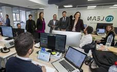 Reyes Maroto anima a los jóvenes vallisoletanos a generar nichos industriales tecnológicos