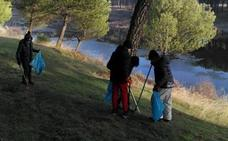 Patrullas ciudadanas para retirar basura junto al río en Íscar