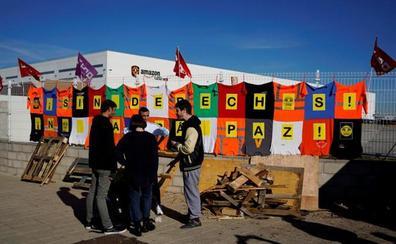 La huelga en la principal planta de Amazon en España retrasa parte de las entregas