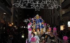 Los Reyes Magos doblegan al frío en una Cabalgata multitudinaria en Salamanca