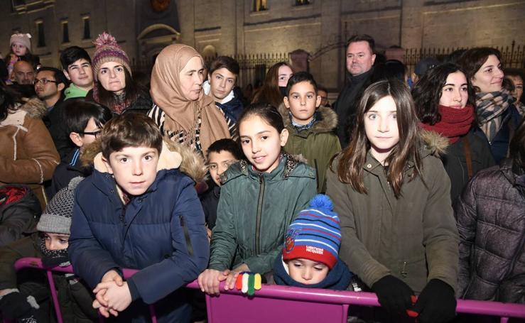 Público en la cabalgata de Reyes de Valladolid (1/4)