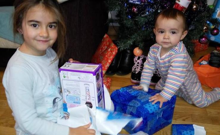 Niños de Valladolid abren sus regalos de Reyes