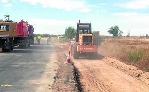 Las obras de la Diputación en municipios y carreteras generan 800 empleos al año