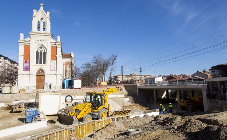 Obras del túnel bajo las vías en Pilarica
