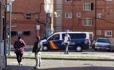 Vigilancia policial en la barriada de Las Viudas