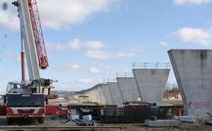 El viaducto de Los Tramposos para el tren de mercancías en Valladolid estará a finales de agosto