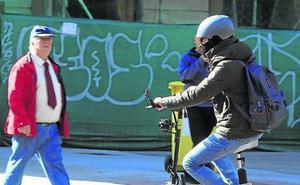 Clara Luquero ve un «vacío jurídico» en el uso del patinete, pero avala las prohibiciones