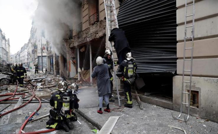 La explosión en una panadería de París, en imágenes