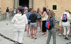 Turismo de Segovia firmó más de 460 contrataciones de guías el año pasado