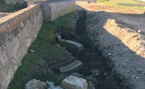 Las obras del adarve de Ciudad Rodrigo sacan a la luz una escalera de un palacio