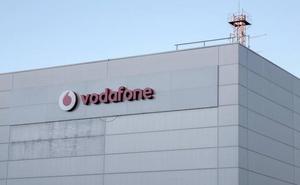 Los sindicatos convocan paros parciales para protestar contra los 1.200 despidos de Vodafone