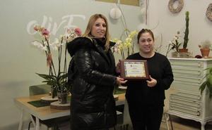 La floristería Olive gana el concurso de escaparates navideños de Laguna de Duero