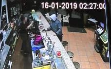 Vídeo: atraca a punta de pistola el bar Erchus 2 de San Pablo y huye con 3.000 euros