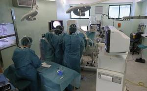 La lista de espera quirúrgica del hospital se reduce en 700 pacientes en el último año