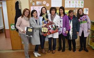 Las 'Maletas Viajeras' hacen una parada en el ciclo Infantil del Colegio Filiberto Villalobos