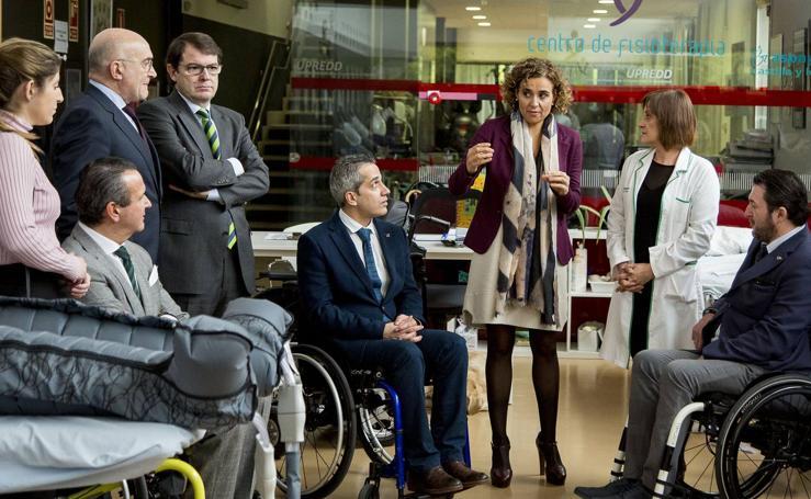 Alfonso Fernández Mañueco y Dolors Montserrat visitan Aspaym