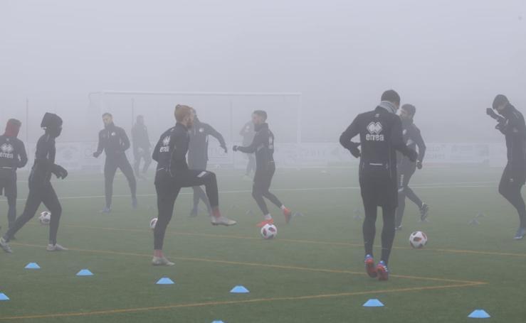 Unionistas entrena bajo la niebla