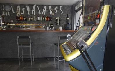 Desvalijan tres veces en siete días un bar de Pajarillos que abrió en Reyes