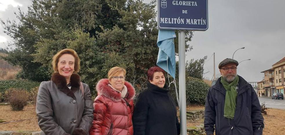 La glorieta entre Vía Roma y San Gabriel ya se llama Melitón Martín