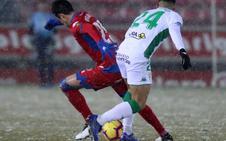 El Numancia sufre bajo la nieve, pero derrota al Córdoba