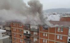 Trasladado al hospital un nonagenario afectado por el incendio en su piso de Palencia