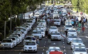 Los taxistas de Madrid se suman este lunes a la huelga contra los VTC