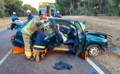 Una mujer herida grave en el vuelco de un turismo en la carretera de Puente Duero a Valdestillas