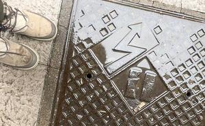 Un perro, electrocutado en el centro de León al pisar una arqueta en una acera