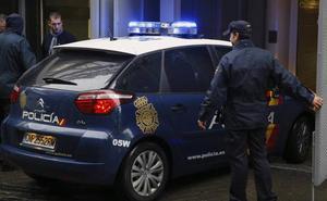 El hombre apuñalado por su mujer en Madrid tiene dos detenciones por maltrato