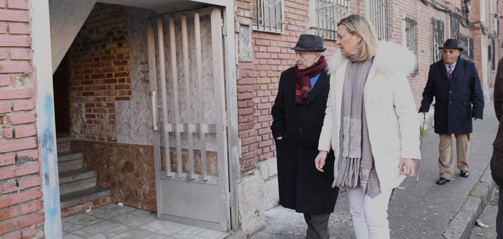 Pilar del Olmo, en Las Viudas: «Para abordar los problemas de la zona hay que venir aquí»