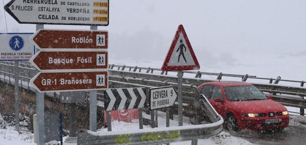 La nieve complica el tráfico en el norte de Castilla y León
