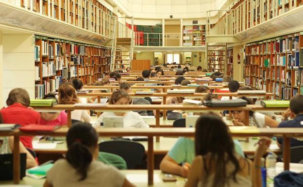 Usuarios de la Biblioteca de Castilla y León, en la sala de lectura. /KIKE GÓMEZ