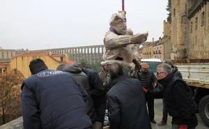 Videovigilancia para la escultura del diablillo, que invitará desde hoy a hacerse un selfie con el Acueducto