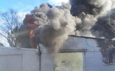 Sofocan un incendio en una urbanización de La Cistérniga