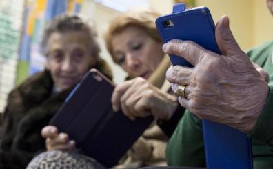 Los mayores de Valladolid cambian el paso: quieren tecnología, inglés y yoga