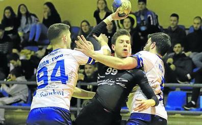 El BM Salamanca roza la gesta ante la Avilesina (23-24)