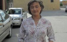 La alcaldesa de Gomezserracín defiende que la foto con la bandera franquista pertenece a su vida privada