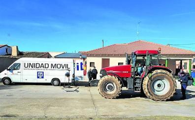 Los vehículos agrícolas que circulen a más de 40 por hora deberán pasar su primera ITV a los cuatro años