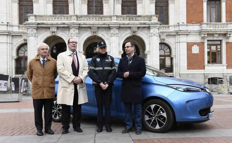 Presentación del nuevo vehículo eléctrico de la Policía Municipal