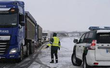 Camiones y autobuses quedan atrapados en Aguilar