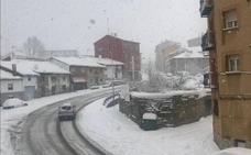 Convoyes con Guardia Civil y quitanieves permiten circular desde Aguilar a Cantabria