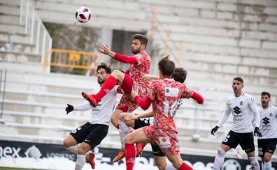 El CD Guijuelo vuelve a puntuar fuera cuatro meses después tras empatar en Burgos (0-0)