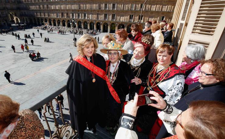 El alcalde de Salamanca entrega el bastón de mando a las águedas (II)