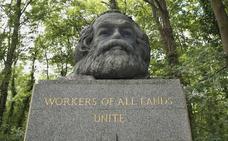 Atacan a martillazos la tumba de Marx en Londres