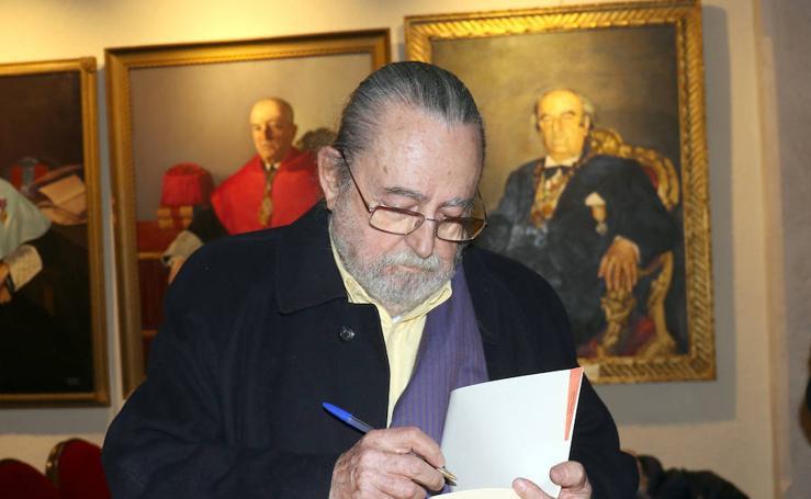 El Aula de Cultura acoge al poeta y traductor Jesús Munárriz