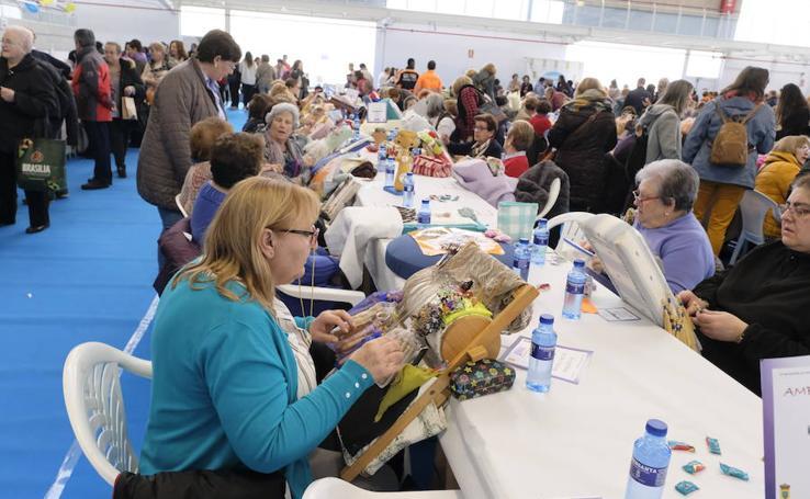 Multitudinario Encuentro de Encajeras en Zaratán