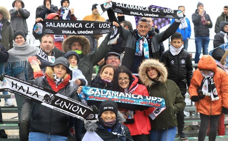 Gran ambiente en las gradas para ver el debi entre CD Guijuelo y Salamanca CF