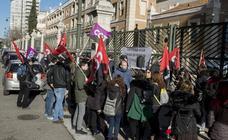 Los trabajadores del 112 protestan a las puertas de la Consejería de Sanidad